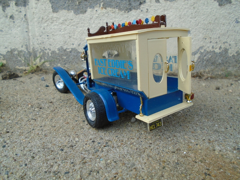 Ice Cream Truck - Barris Show Rod - MPC Dsc04050
