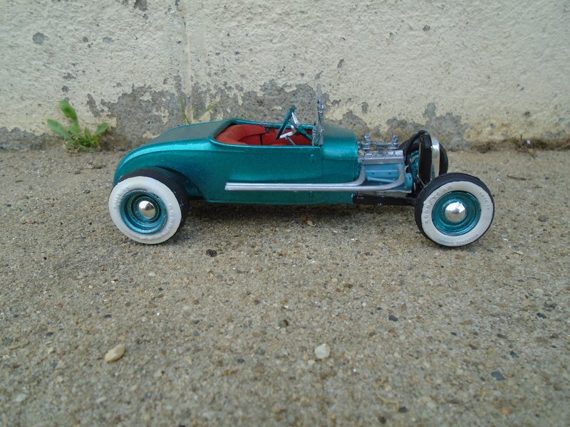 1929 Ford - Roadster - 3 in 1 - Amt - 1/25 scale Dsc04064