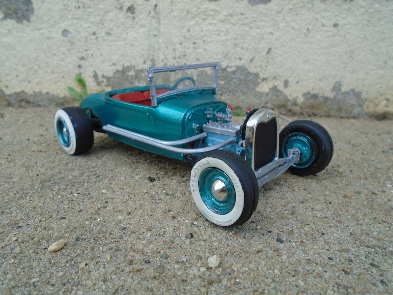 1929 Ford - Roadster - 3 in 1 - Amt - 1/25 scale Dsc04065
