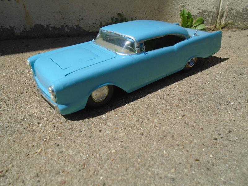 1957  Chevrolet - Customizing kit - trophie series -  amt - 1/25 scale Dsc04314