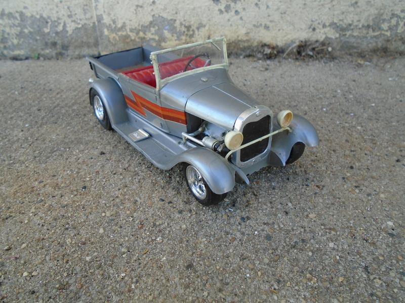 1929 Ford pick up - Ala Kart - show rod George Barris - Amt 1/25 Dsc04427