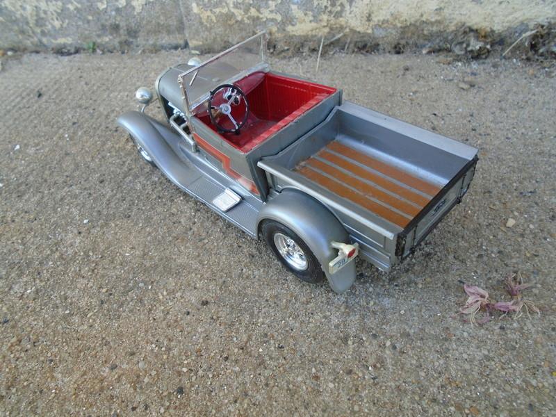 1929 Ford pick up - Ala Kart - show rod George Barris - Amt 1/25 Dsc04428