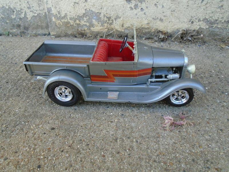 1929 Ford pick up - Ala Kart - show rod George Barris - Amt 1/25 Dsc04429