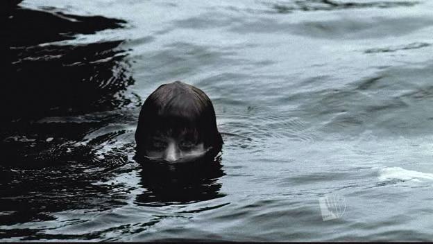 Épisode 03 : L'Esprit du Lac (Dead In The Water) 10311