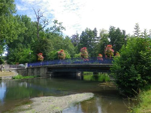 Le pont, incontournable du paysage routier - Page 3 Boutig28