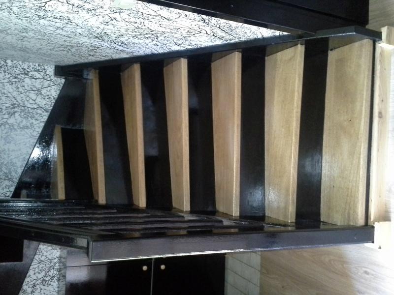 Escalier noir et bois clair 1310