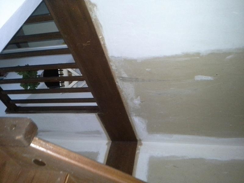 Escalier noir et bois clair 210