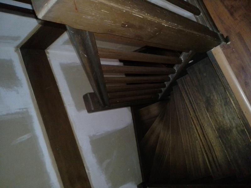 Escalier noir et bois clair 310
