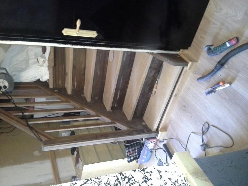 Escalier noir et bois clair 610
