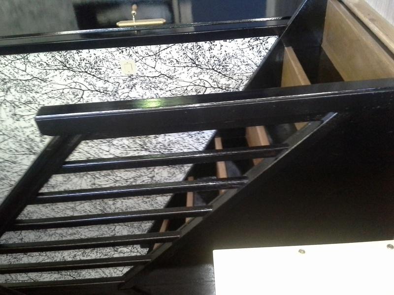 Escalier noir et bois clair 810