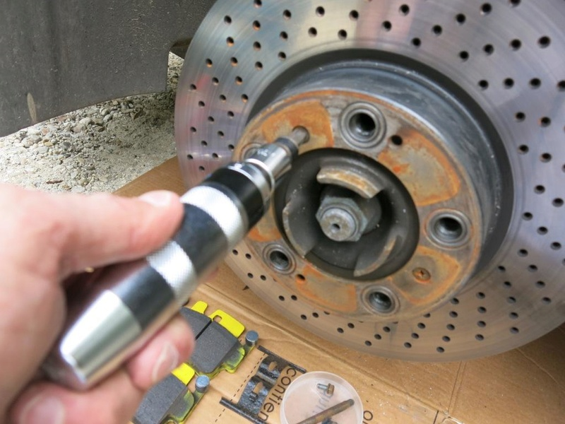remplacement des bras de suspensions + hub/étriers de freins AV 210