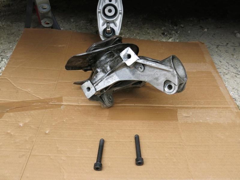 remplacement des bras de suspensions + hub/étriers de freins AV 2110