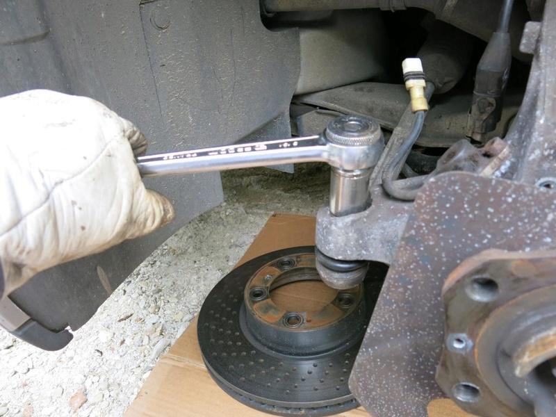 remplacement des bras de suspensions + hub/étriers de freins AV 410