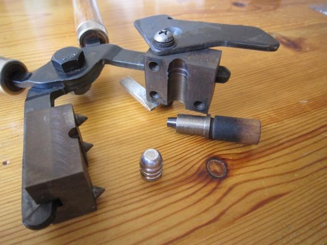 Les moules à balles que j'ai fabriqués..  Moule110