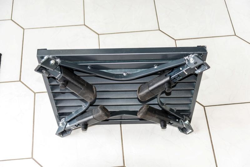 Marche pied noir en aluminium à pattes réglables **vendu** 310