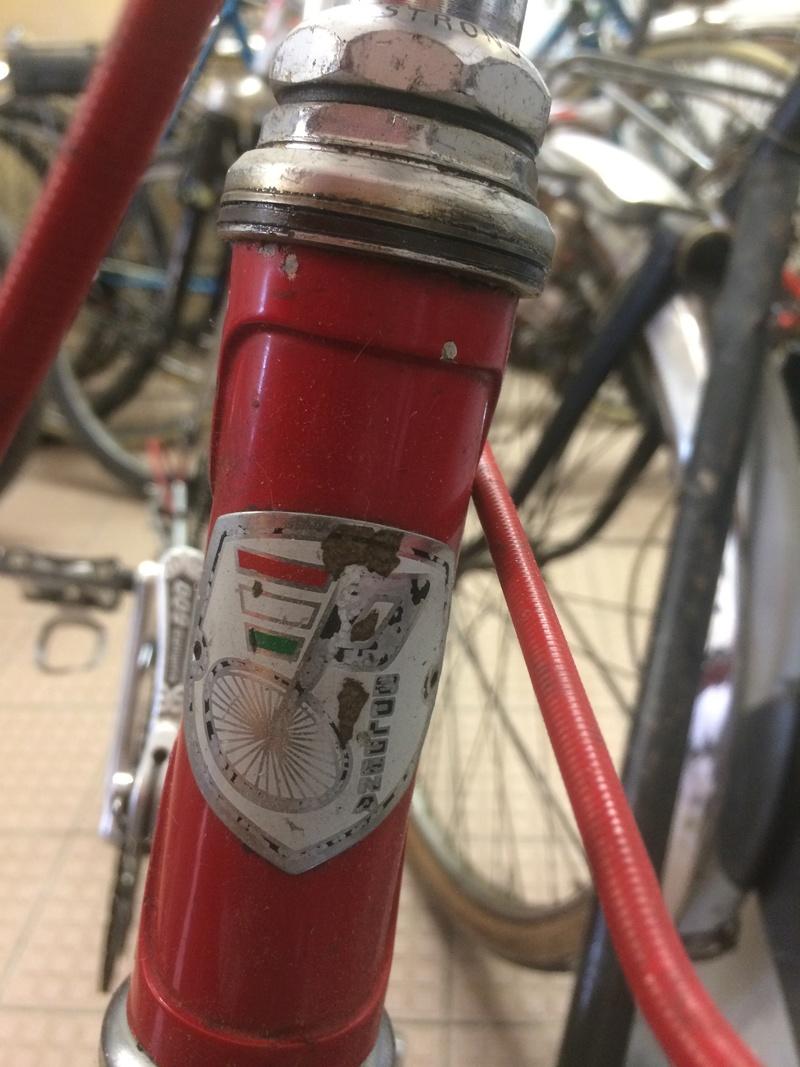 quelqu'un reconnait il la marque de ce vélo? Img_2429