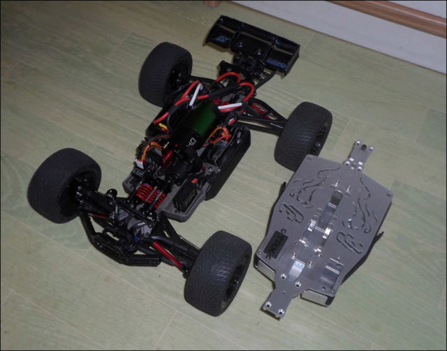 E-Revo's 1/16 Brushless 3S (380/540) - Page 12 710