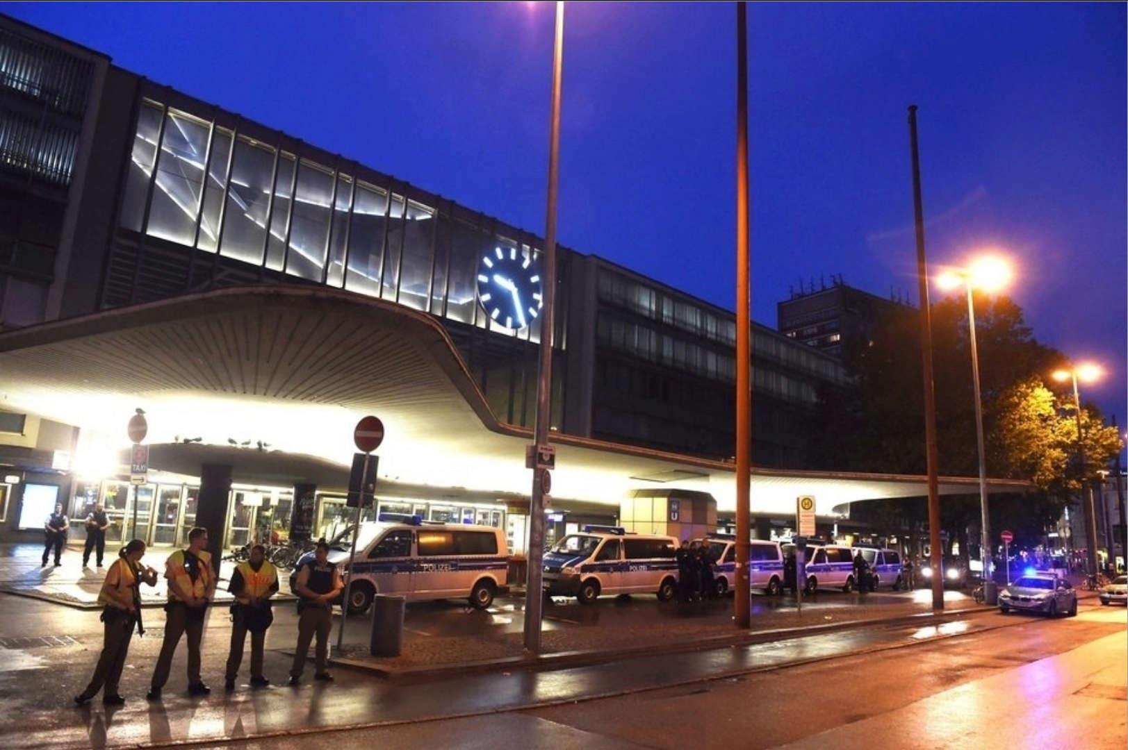BRD under attack – Terror und Panik: München, Würzburg, Ansbach, Reutlingen - Seite 2 Mun410