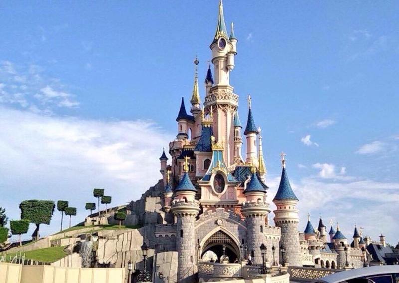 Les structures de Noël sur le Château de la Belle au Bois Dormant Chatea10