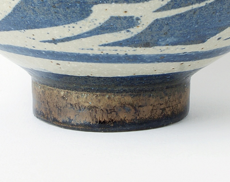Studio Pottery Large Bowl. Dsc02110
