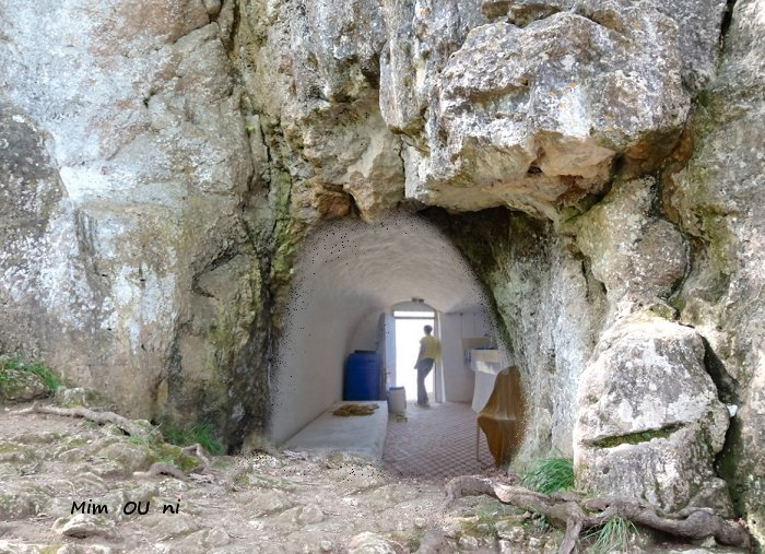 Le parlementaire et les conseillers de la caverne d'Aglou Cavern10
