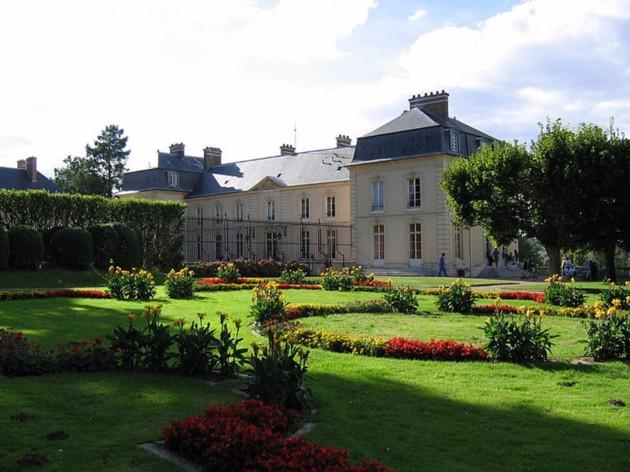 Le château de La Celle-St-Cloud 800px-10