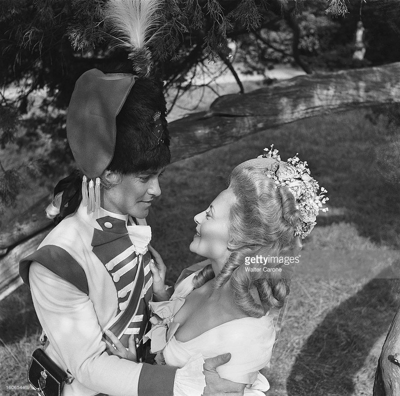 Marie Antoinette avec Michèle Morgan (Delannoy) - Page 10 Zfont17