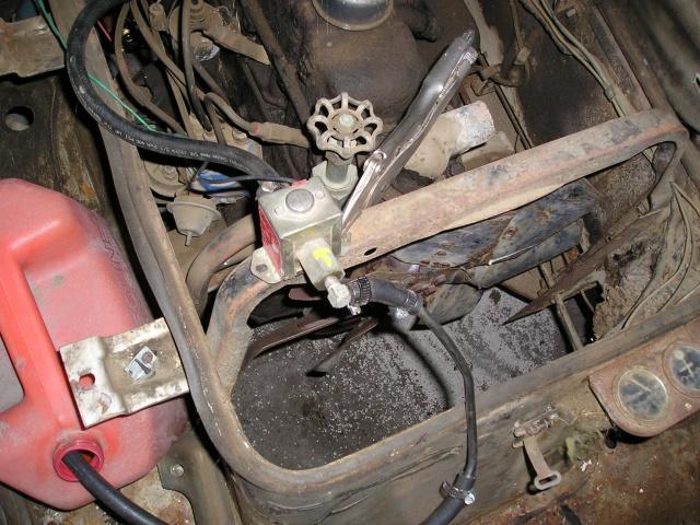 Russell's '66 Sportvan Deluxe Engine10