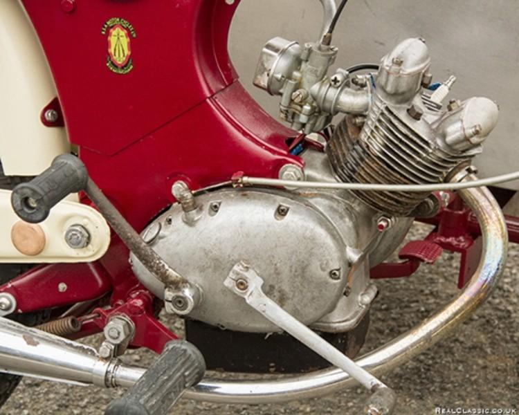 un beau petit moteur 4 temps anglais  Bsa_be13