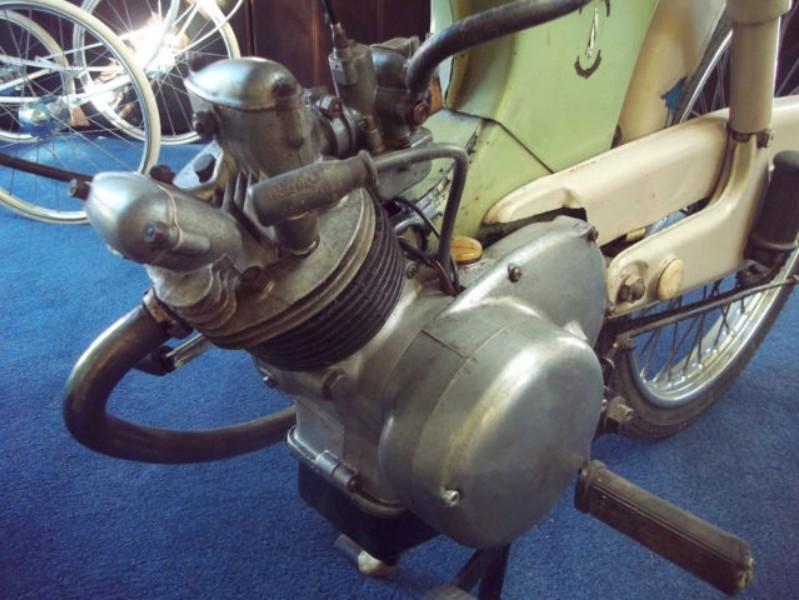 un beau petit moteur 4 temps anglais  Bsa_be14