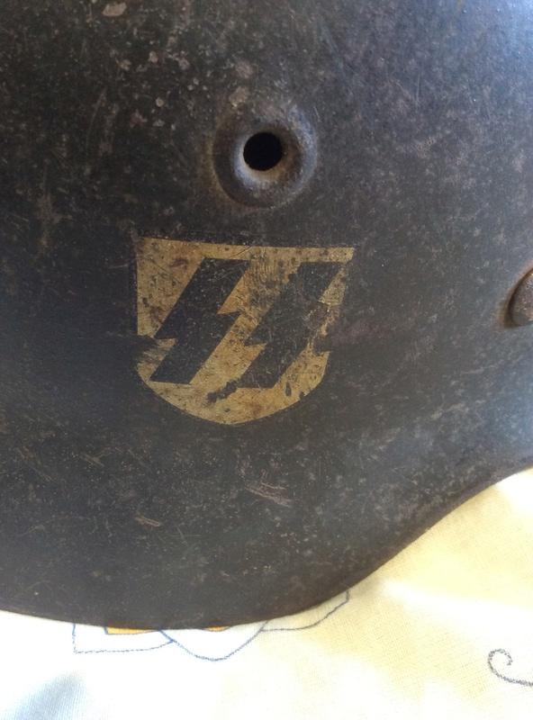 Casque SS , badge du parti nazi et papiers a identifier . Image10