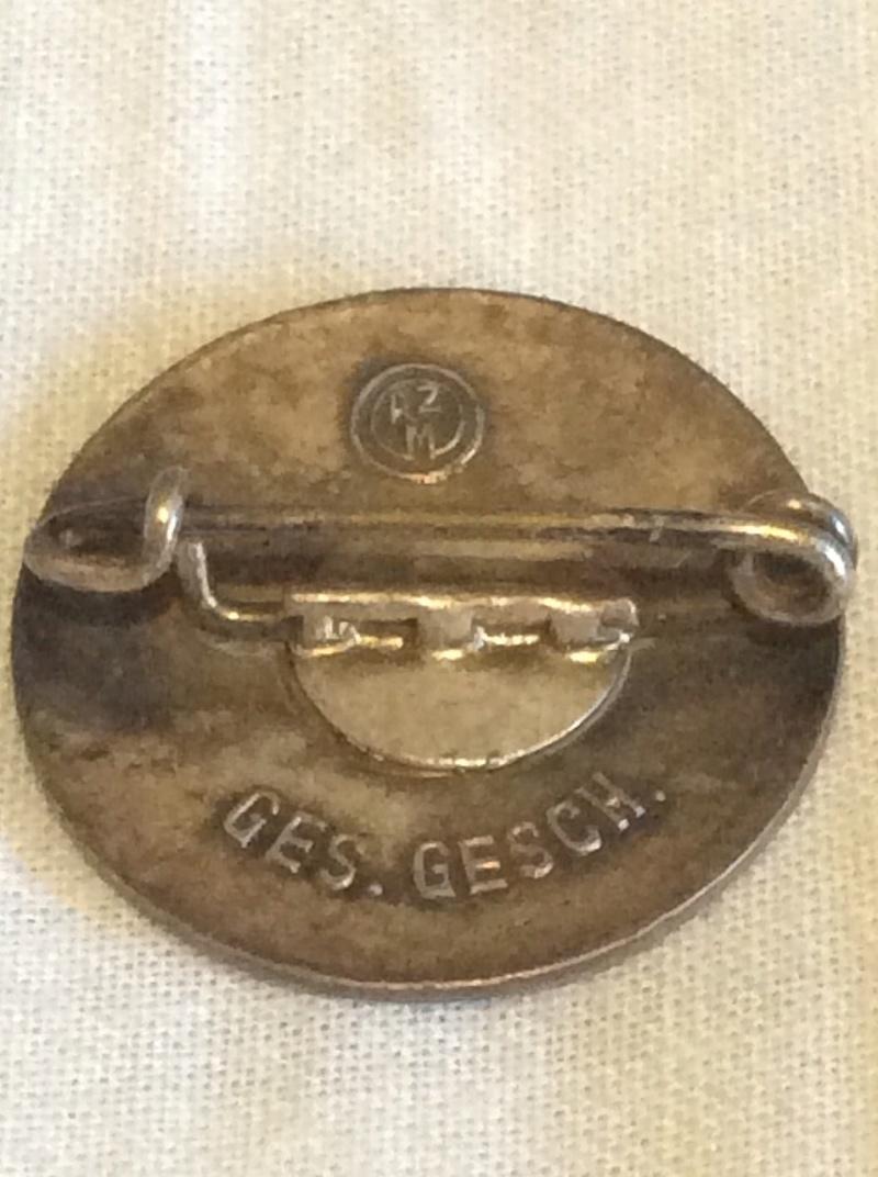 Casque SS , badge du parti nazi et papiers a identifier . Image13
