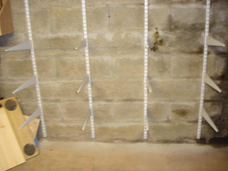 Rack à bois avec consoles et crémaillères Dsc03035