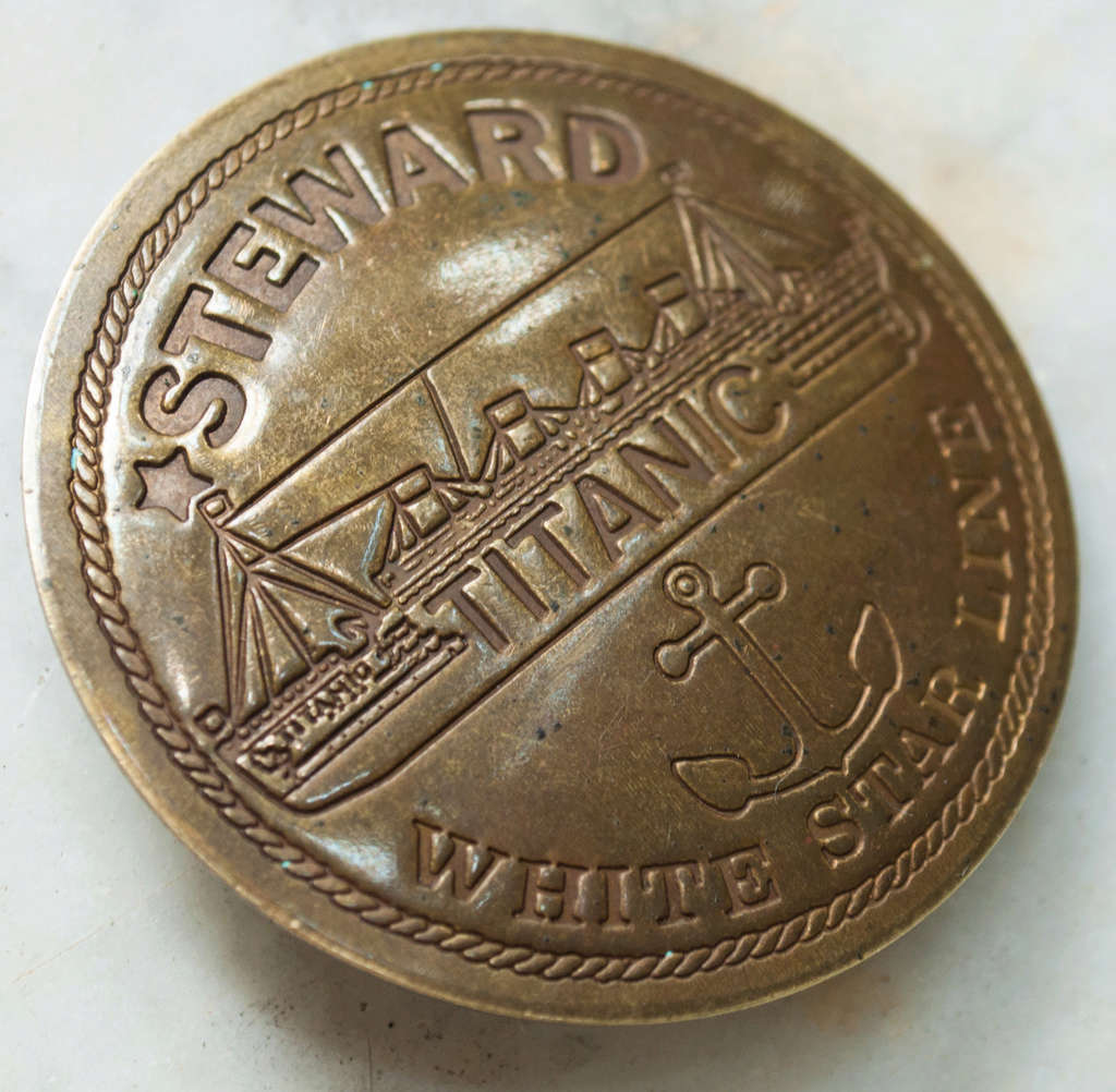 Badge de steward du Titanic Titani11