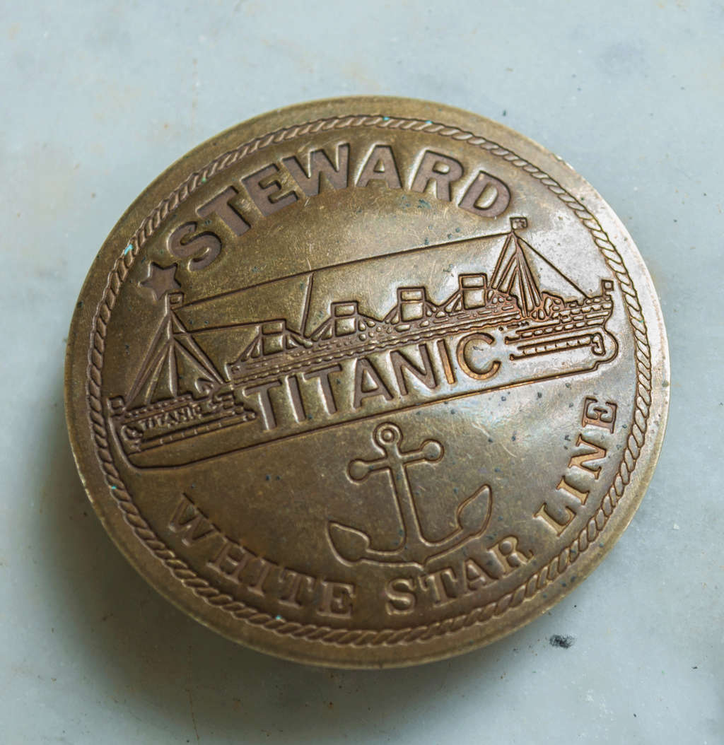 Badge de steward du Titanic Titani13