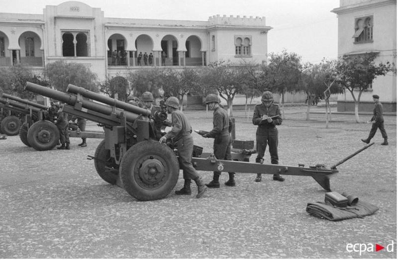 Tirailleurs en Indo Artill11