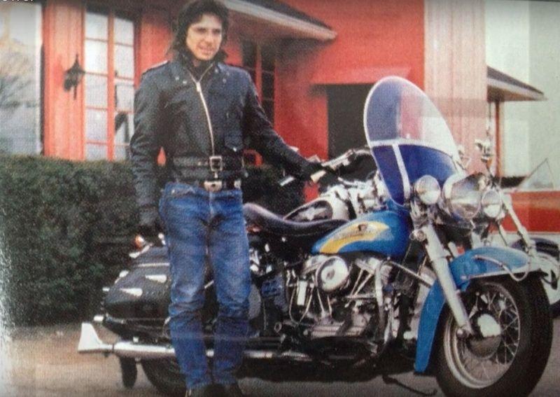 Ils ont posé avec une Harley, principalement les People - Page 37 Captu233