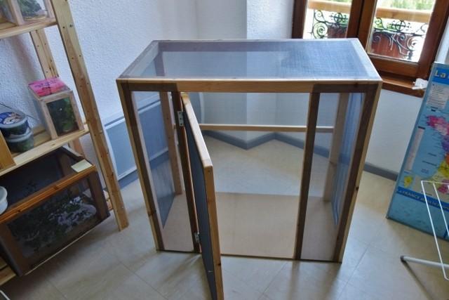 Exemple de fabrication d'une mini volière d'intérieur Dsc00519