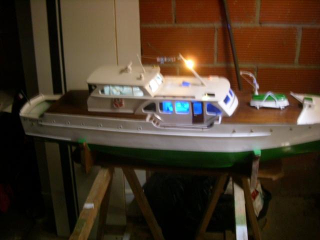 yacht le BRIGAND au 1/25° de NAVIG - Page 7 Dsci0115