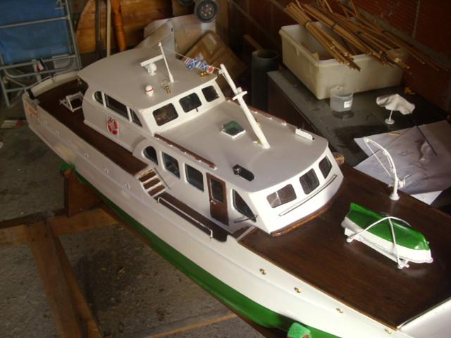 yacht le BRIGAND au 1/25° de NAVIG - Page 7 Dsci0124