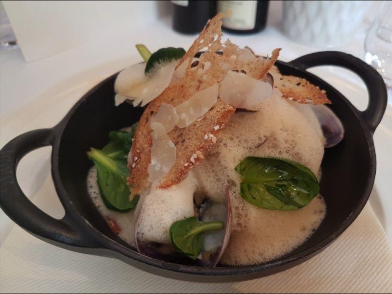 Risotto crémeux, coquillages ouverts minute, fumet de crevettes grises ! Une recette du Chef Fabien Blanc de La Table Tropézienne    111