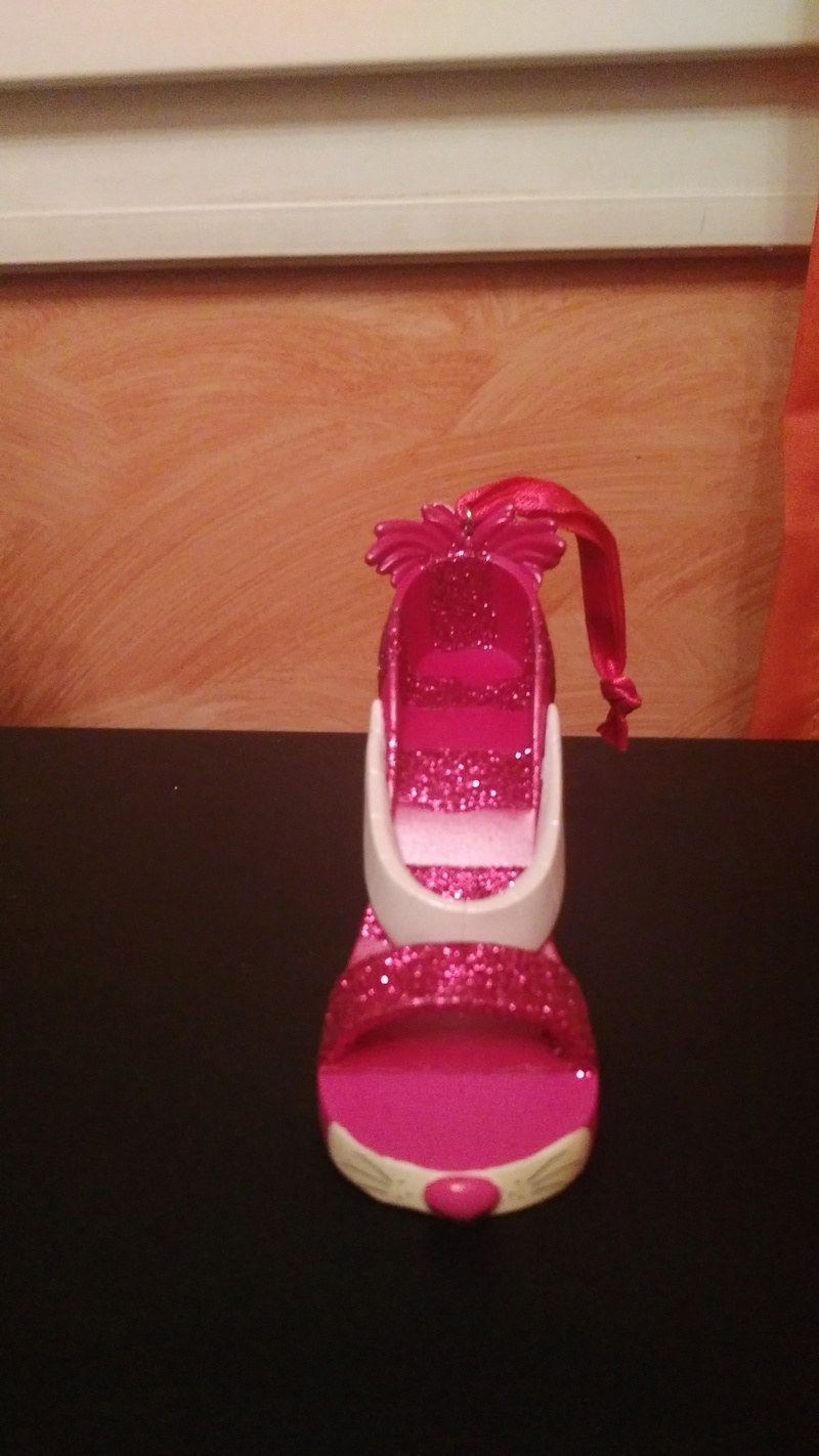 [Collection] Chaussures miniatures (shoe ornament) / Sacs miniatures (handbag ornament) - Page 2 Img_2011