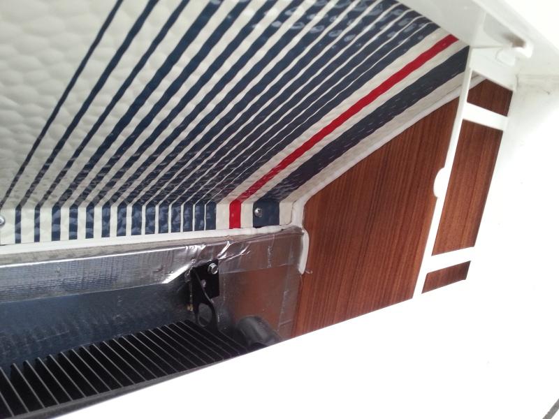 Espace de ventilisation au dessus du frogo devient tres chaud et emet un gaz a l'interieure  ((Prolite evasion 2013)) 2013-111