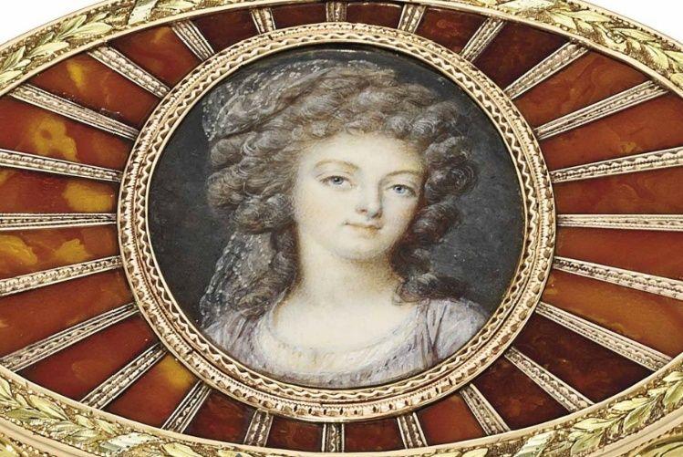Exceptionnelle tabatière à l'effigie de Marie-Antoinette Zboite11