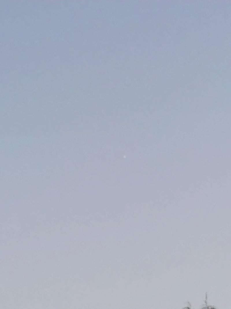 2016: le 19/07 à 21h50 - Ovni cylindrique très mince  -  Ovnis à Nantes, pas loin de Orvault - Loire-Atlantique (dép.44) Img_2012