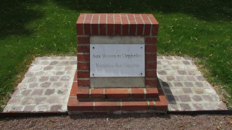 Monument aux morts (Beauvais) 1 Monume15