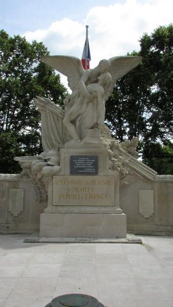 Monument aux morts (Beauvais) 1 Monume16