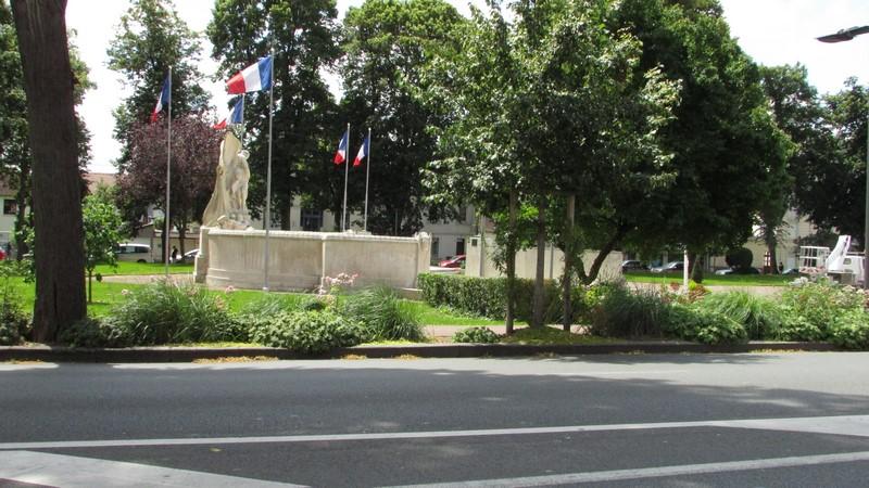 Monument aux morts (Beauvais) 2 Monume42