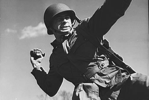 L'ARMEMENT DE LA 4th INFANTRY DIVISION : LES GRENADES A FRAGMENTATION Mark II & Mark IIA1 Grenad10