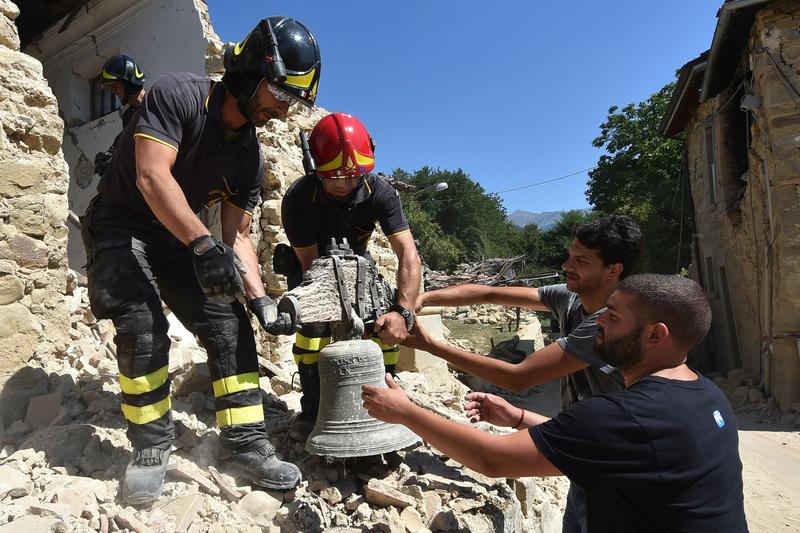 La photo du jour apres le drame italien  Image134
